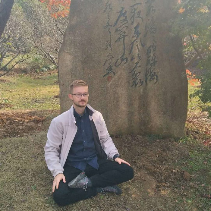 Trainer John Wu Alsobrooks meditating in Beijing